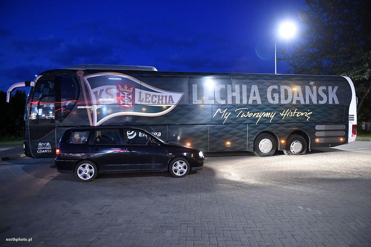 Kibice przebili opony w autokarze Lechii Gdansk